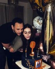 بنحافة ملحوظة هنادي مهنا تحتفل بعيد ميلادها الأول بعد الزواج مع أسرتها