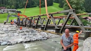 Behelfsbrücke eingehängt: Ein Schritt in Richtung Freiheit für die Kelchsau
