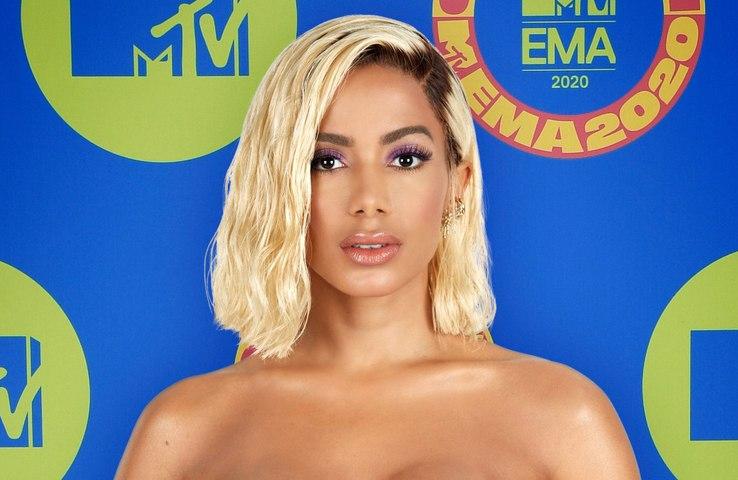 Anitta confirma que está solteira após namoro de três meses com bilionário
