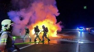 Auto brannte auf Inntalautobahn vollständig aus: Insassen unverletzt