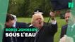 Boris Johnson ne sait toujours pas tenir un parapluie et ça fait rire les Anglais