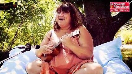 """VIDEO. Joue-la comme Brassens : """"Une jolie fleur"""" par Audrey Joumas"""