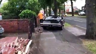 Il détruit sa voiture de collection en ratant sa grosse accélération