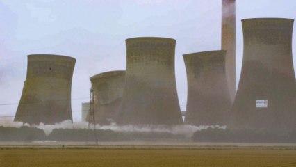 11.000 Tonnen Stahlbeton: Vier Kühltürme in Nordengland spektakulär gesprengt