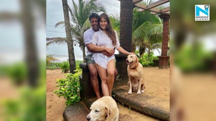 Watch, Kim Sharma and Leander Paes get papped taking a stroll in Mumbai, walking hand-in-hand