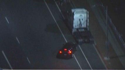 Verfolgungsjagd endet mit Crash: Verdächtiger rast in Lastwagen