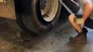 Changer un pneu de camion en moins d'une minute