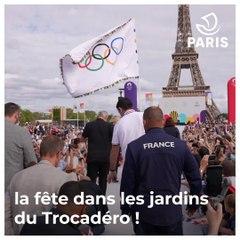 Le drapeau olympique et les médaillé.e.s sont de retour à Paris !