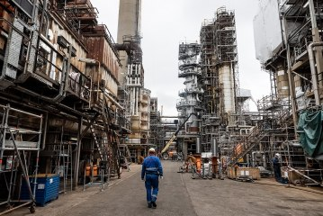 Dans les coulisses de la raffinerie de Cressier Video Preview Image