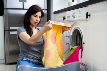 Voici des astuces pour enlever les taches de javel sur un vêtement !