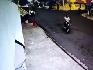 Turba de delincuentes asaltan a plena luz del día en el gran Santo Domingo