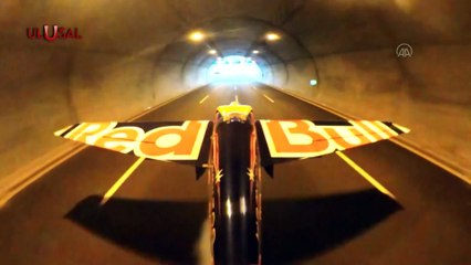 Kuzey Marmara Otoyolu'nda Dario Costa uçakla tünelden geçti