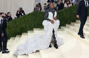 シモーネ・バイルズ、メットガラのドレスは40キロ!