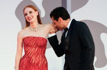 La cruda realidad tras el 'romántico' momento de Jessica Chastain con Oscar Isaac en Venecia