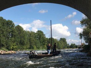 VIDEO. Tours : une vingtaine de bateaux tirés à la force des bras sous le pont Wilson