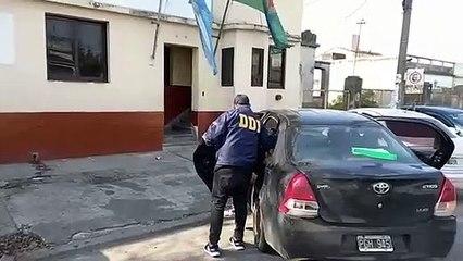 Momento en que detienen a Carlos Cassalz, sospechoso del femicidio de Araceli Fulles cuando votaba en San Martín