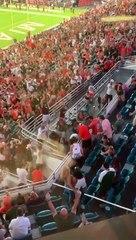 Un chat suspendu au Hard Rock Stadium rattrapé par des supporters (Miami)