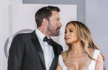 Ben Affleck difende Jennifer Lopez da un fan a Venezia