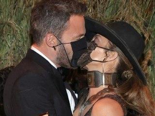 So heiß kann eine Maske sein: Kuss von Bennifer haut alle um