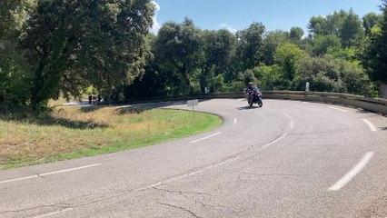 Passage des coureurs à la 4e étape des 4 Jours des As-en-Provence (1)