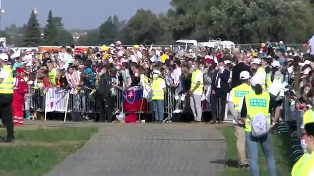 ZÁZNAM: Pápež prichádza na Svätú omšu na otvorenom priestranstve pri Národnej svätyni v Šaštíne