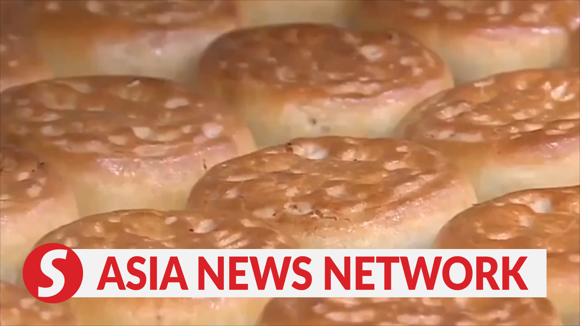 Vietnam News | New ways to sell mooncakes amid Covid-19 pandemic