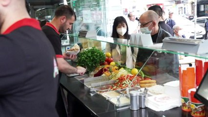 Salade, tomate, Moderna: à Berlin, des kébabs contre vaccination