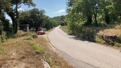 Passage des coureurs à la 4e étape des 4 Jours des As-en-Provence (2)