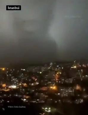 İstanbul semalarında oluşan bulut gündem oldu; kimi Nikola Tesla'ya kimi Voldemort'a benzetti