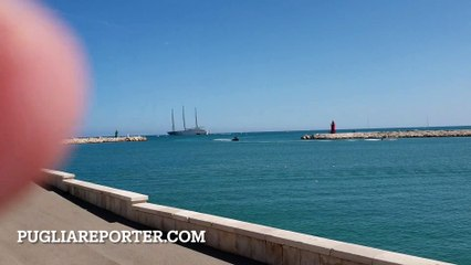 Trani: in zona Cattedrale compare gigantesco Yacht da 430 milioni di dollari lungo 142 metri, ecco a chi appartiene l'imbarcazione che ha sorpreso tutti - foto e video in esclusiva da PugliaReporter.com