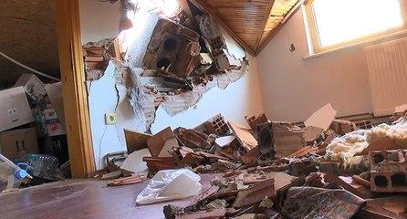 Fırtına nedeniyle uçan baca karşı binanın duvarını yıktı
