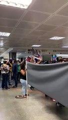 Representantes do Sindilegis protestam contra PEC 32