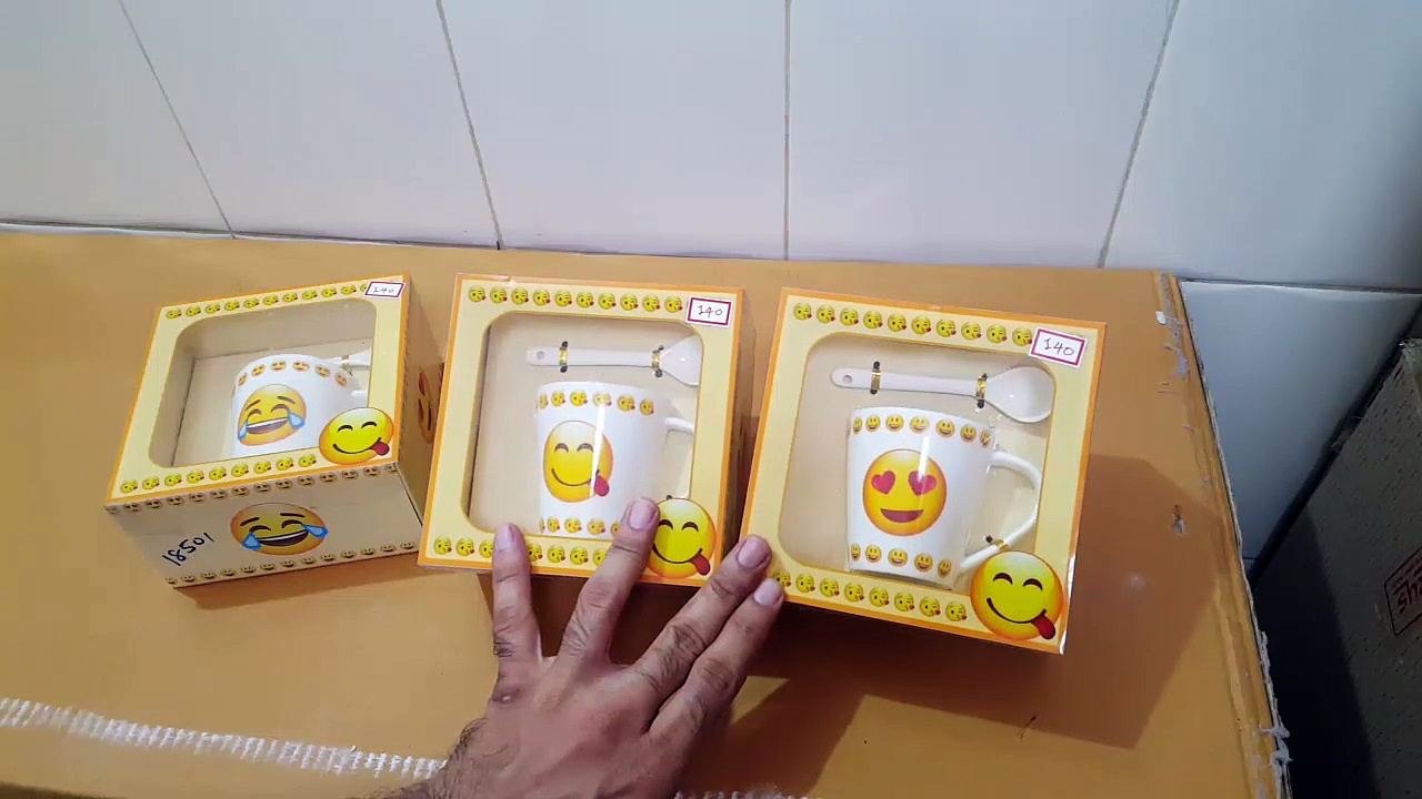 Unboxing and Review of Smiley emoji gift coffee mug for your wife, girlfriend, kids