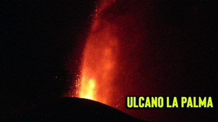 'Lava flows from volcanic eruption in La Palma approaching homes '