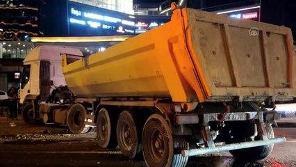 Sarıyer'de bir hafriyat kamyonu ile İETT otobüsü çarpıştı