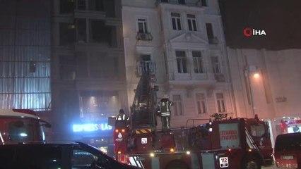 Son dakika haberleri... Emre Kınay'ın Oyunculuk Atölyesinin bulunduğu binada çıkan yangın korkuttu
