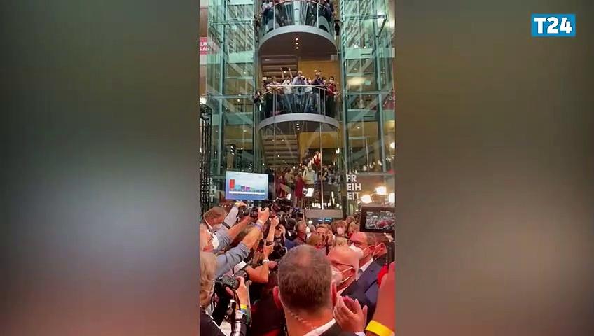 Almanya'da Sosyal Demokrat Parti Binası'nda alkış sesleri yükseldi