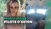 """Libérée de sa tutelle, Britney Spears au """"7e ciel"""", prend les commandes d'un avion"""