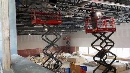 Le chantier du gymnase au nouveau centre sportif  vu de la mezzanine (Le Reflet - Guillaume Gervais)