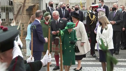 Queen meets Scottish Covid heroes after parliament opening