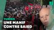 """Contre """"le coup d'État"""" du président Saied, des milliers de Tunisiens dans la rue"""