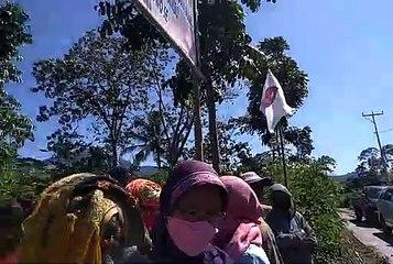 Mama-mama Hadang 20 Polisi dan 10 orang BWS Nusa Tenggara II