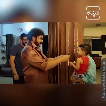 Sandalwood Crazy Star Ravichandran Spending little More time with This Little Kid.