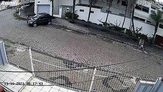 Ce dépanneur perd la voiture et le camion... double problème de frein