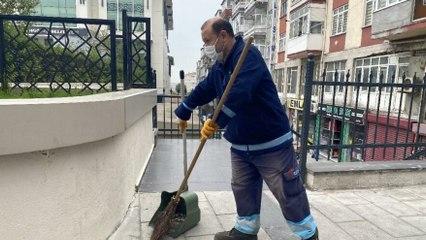 Sokakları süpürürken 500 bin lira buldu