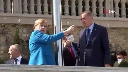 Merkel'le kameralar karşısına geçen Erdoğan'dan 'direk' şakası: Aramıza başka bir şey girmesin