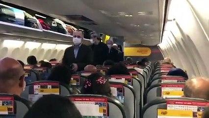 Kılıçdaroğlu uçakta vatandaşlarla birlikte seyahat etti