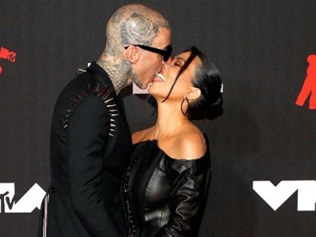 Mit Travis Barker: Kourtney Kardashian hat sich verlobt!