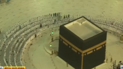 Social Distancing Dropped at Mecca Mosque