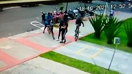 Ladrões de bicicleta assaltam mulheres na Praia da Costa, em Vila Velha